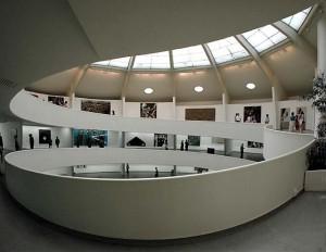 внутренний интерьер музея Гуггенхайма