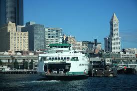 вид на город Сиэтл с воды